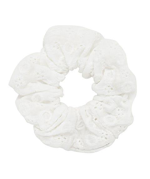 WHITE BROIDERY SCRUNCHIE