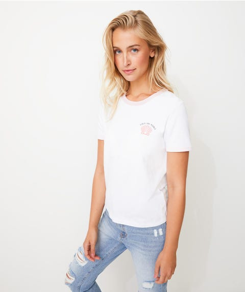 GIRLS ARE PEARLS RETRO TEE