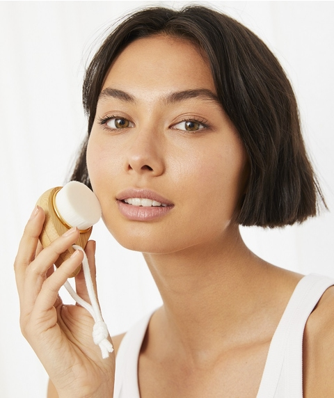 DOWN TO EARTH -  FACE CLEANSING BRUSH