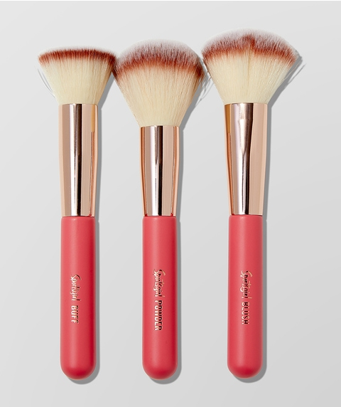 BRUSH WITH FAME – CORAL KISS TRIO